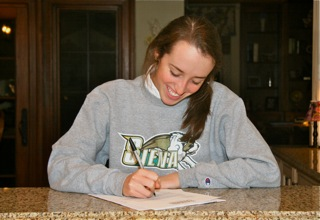 Stephanie Sullivan signs with Siena College