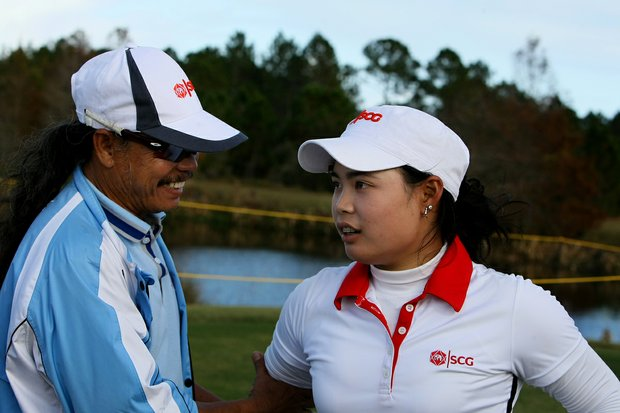 Moriya Jutanugarn gets congratulations from her dad after the final round of LPGA Q-School.