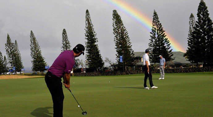 Players hit practice putts before tournament officials cancelled golf on Saturday at the Hyundai Tournament of Champions.