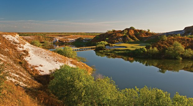 The 7th hole on Streamsong's Blue course.