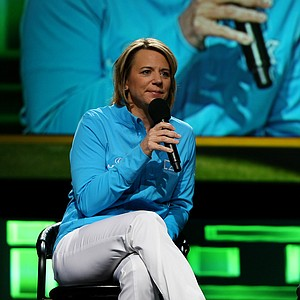 Annika Sorenstam and Jimmy Roberts discuss the state of the game on the PGA Forum Stage during the 2013 PGA Merchandise Show.