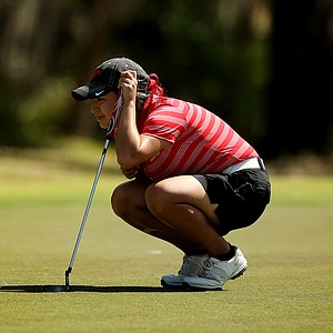 Southern Methodist's Felicia Espericueta lines up her putt at No. 18 during the Central District tournament.