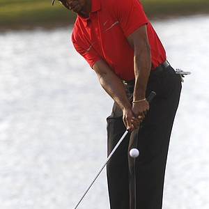 Tiger Woods chips at the No. 18 green during Sunday's final round of the WGC-Cadillac Championship in Doral, Fla.