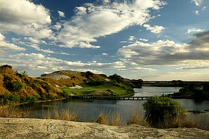 No. 7 Blue from the No. 16 Red teebox at Streamsong Golf Resort.