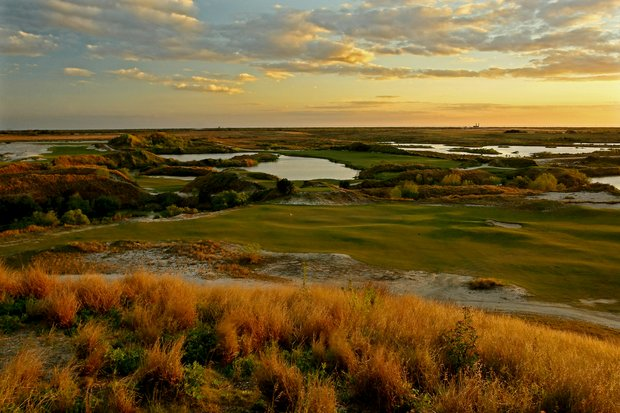 A view of 18th green on Blue Course with the Red Course lacing throughout the background at Streamsong Golf Resort.