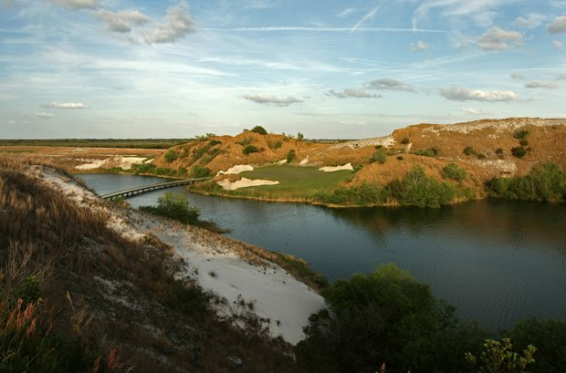 The popular No. 7 on the Blue Course at Streamsong.