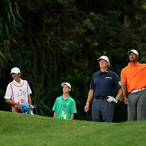 Tiger Woods and Ernie Els at No. 17 in Round 2 of the Arnold Palmer Invitational.