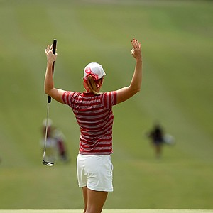 Oklahoma's Taylor Schmidt signals back to her teammate at No. 9 in Round 2.