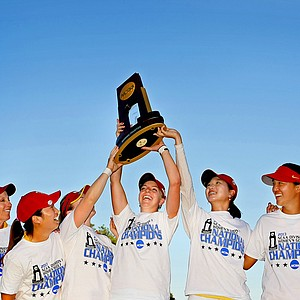 USC Trojans celebrate their win at the 2013 Women's NCAA Championship. Left to right: Head coach, Andrea Gaston, Kyung Kim, Rachel Morris, Sophia Popov, Doris Chen, Alice Park and assistant, Justin Silverstein.