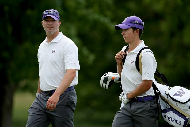Washington head coach Matt Thurmond with Jonathan Sanders at No. 11 during Round 1 of the 2013 NCAA Championship.