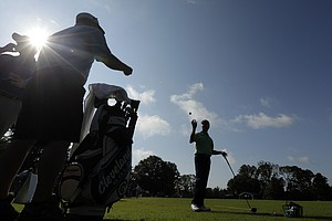 David Toms works on his game as the sun came out for U.S. Open practice Tuesday at Merion GC in Ardmore, Pa.