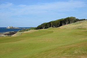 The 12th hole is clearly now the signature hole of the Renaissance Club.  It's one of the new holes that was created and the views off the tee of the North Sea and the Fidra lighthouse provide a stunning backdrop to a hole that can play a yardage of 484 yards, which gets shorter or longer depending on the wind.