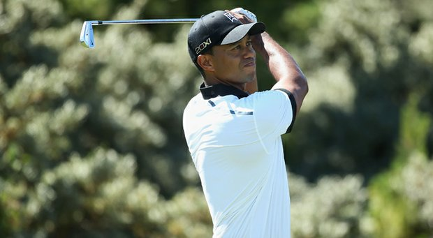 Tiger Woods opened his first round with a bogey after having to take an unplayable lie after his first tee ball.