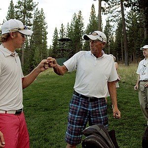 Sam Horsfield gets a fist bump from his dad, Tony, during the Round of 16 after he defeated Aaron Terrazas 6 and 5 at the 66th U. S. Junior Amateur.