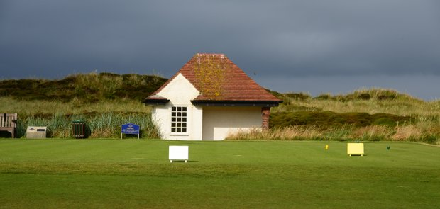 The first tee and the Western Gailes starter house.