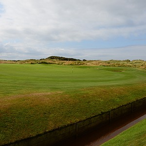 The green on Western Gailes' eighth hole, which is appropriately called Burn.