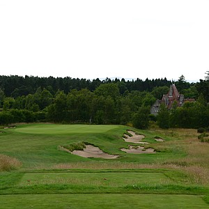 The par-3 16th hole called Melville. That is the Melville House behind the green.