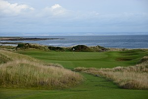 The second hole at Kingsbarnes in Scotland also gives a view of the coast.