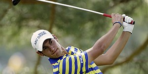 Manassero again struggles to finish, but makes cut