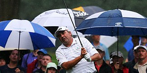 Angel Cabrera withdraws due to wrist injury