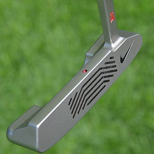 Tiger Woods' Method 001 putter has been customized with a single alignment dot on the topline.