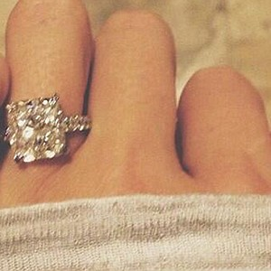 The picture of the ring that Dustin Johnson tweeted from his account after Paulina Gretzky said yes to his marriage proposal.
