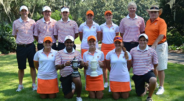 The Campbell men's and women's teams after combining to win the program title at the Golfweek Program Challenge.