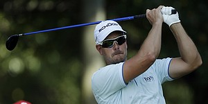 Stenson avoids penalty over broken club