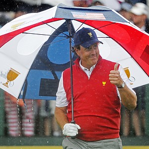 Phil Mickelson of the U.S. gives thumbs up to fans prior to the start of the singles matches at the Presidents Cup.