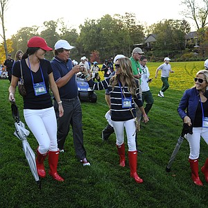 USA's Jason Dufner fist bump Nadine Moze as Amanda Dufner, Amy Mickelson and Phil Mickelson looks on during the Day 1 Four-Ball Matches of The Presidents Cup.