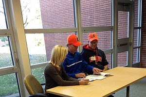 Nick Hardy signed with Illinois on Wednesday.