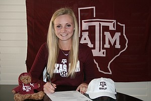 Maddie Szeryk signed with Texas A&M on Wednesday.