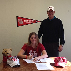 Maddy Rayner signed with Houston on Wednesday.