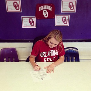 Rylee Pedigo signed with Oklahoma on Wednesday.