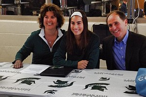 Jacqueline Setas with her parents signs her NLI to Michigan State.
