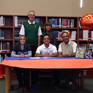 Raul Hernandez signed with Houston Baptist.