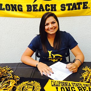 Alicia Argaza signed with Long Beach State.