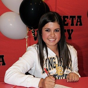 Felicia Taverrite signed with Long Beach State.