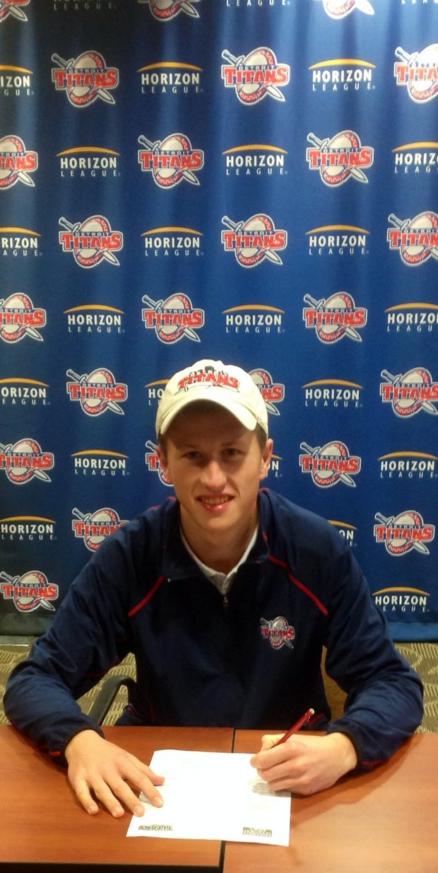 Eric Macrow signed with Detroit Mercy.