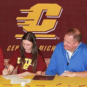 Amanda Walsh signed with Central Michigan.
