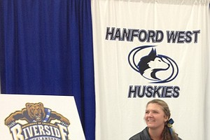 Hannah Facchini signed with UC Riverside.
