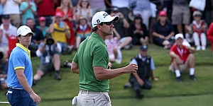Scott leads Open, chases Aussie triple-crown