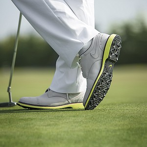 A picture of the Nike Lunar Clayton golf shoes.