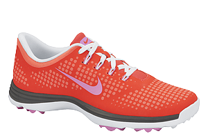 The Nike Lunar Empress golf shoe in Laser Crimson/Red Violet.