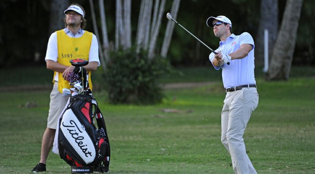 Adam Scott and new caddie Benji Weatherley enjoyed a bogey-free, 3-under 67 in the first round of the Sony Open on Thursday.