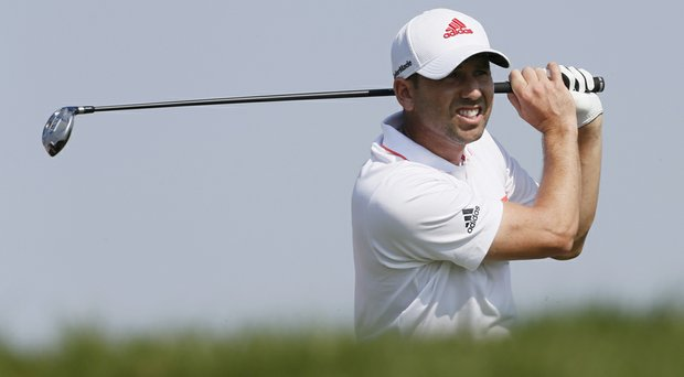 Sergio Garcia made the cut at the Abu Dhabi HSBC Golf Championship after a 4-under 68 on Friday.