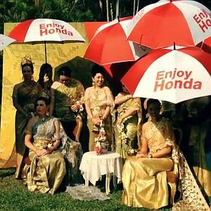 LPGA players dressed in traditional Thailand attire for the Honda LPGA Thailand tournament