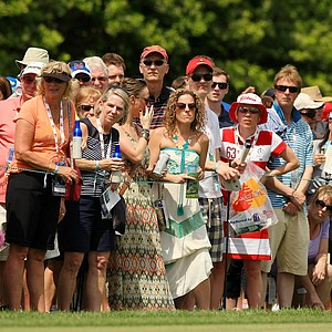 Crowds grew as Adam Scott began Round 3 of the Arnold Palmer Invitational at Bay Hill Lodge and Club.
