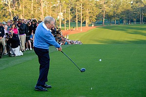 Jack Nicklaus hits a ceremonial tee shot to start Thursday's first round of the 2014 Masters at Augusta National.