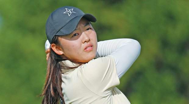 Helped by Simin Feng's first-round 68, Vanderbilt took an early lead at the NCAA Women's East Regional.